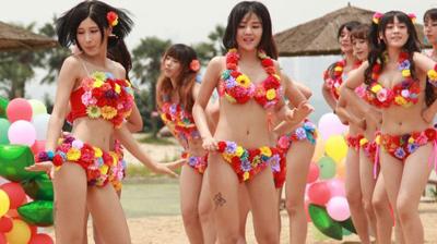 美女cosplay团体鲜花比基尼热舞